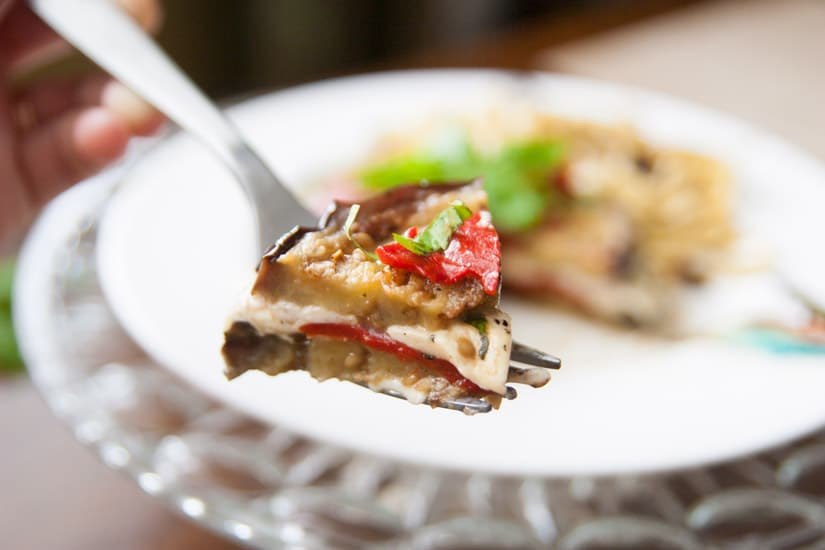 These grilled balsamic eggplant stacks are full of oh-so-melty mozzarella cheese, smoky roasted red peppers, and basil, and are perfect for a light dinner!   www.pinchmeimeating.com