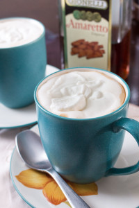 Not too sweet, and not too boozy, this deliciously nutty amaretto latte is juuuuust riiiiight. I love how simple it is to make, and it tastes like it's from a coffee shop!   www.pinchmeimeating.com