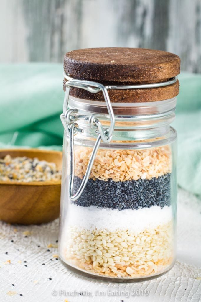 Layered garlic, sesame seeds, salt, poppy seeds, and onion in a jar.