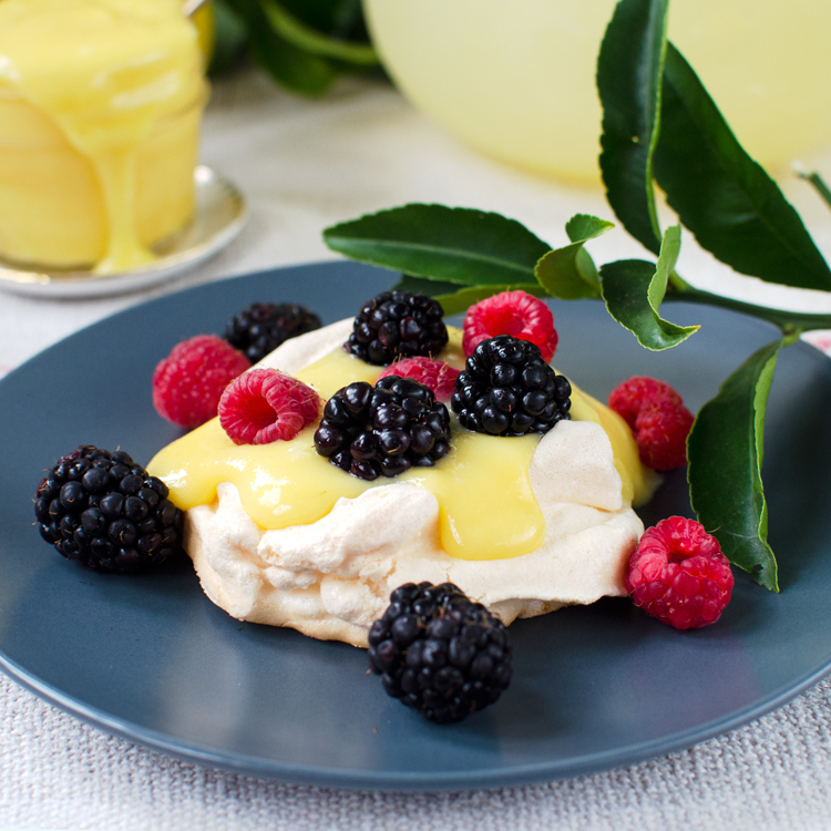 Mini Pavlovas with Lemon Curd